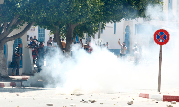 Tear gas is seen as protesters clash with riot police attempting to disperse the crowd in the city of Kairouan May 19, 2013 (Reuters / Zoubeir Souissi)