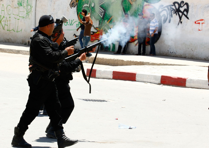 Police officers fire tear gas to break up a protest in the city of Kairouan May 19, 2013 (Reuters / Zoubeir Souissi)