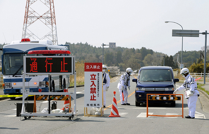 Residents speak to police officers as they leave for Yamagata Prefecture from Minamisoma, Fukushima prefecture, which is located within the 20 km (12 miles) evacuation zone around the crippled Fukushima Daiichi nuclear plant, in this photo taken by Kyodo April 21, 2011. (Reuters / Kyodo)