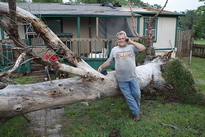A downed tree which missed falling on a home in a mobile home park, where several other homes were destroyed by a tornado on Sunday, west of Shawnee, Oklahoma May 19, 2013. (Reuters / Bill Waugh)