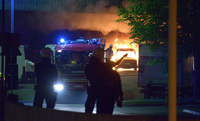 Police faces youths rioting in northern Stockholm on Sunday night and early morning Monday on May 20, 2013. (AFP Photo / Johan Nilsson)