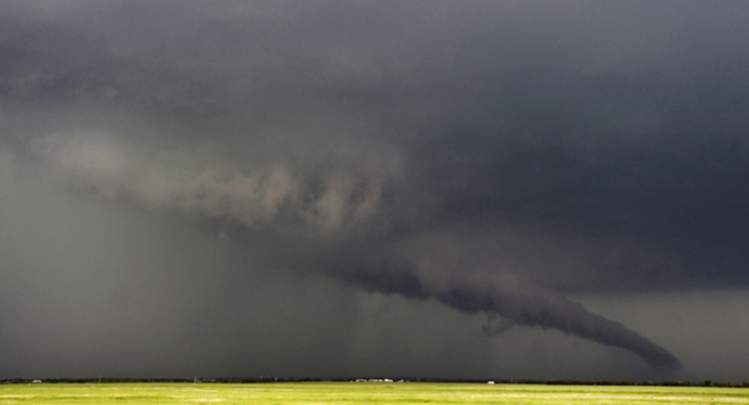 The funnel of a tornadic thunderstorm almost touches the ground near South Haven, in Kansas May 19, 2013 (Reuters / Gene Blevins)