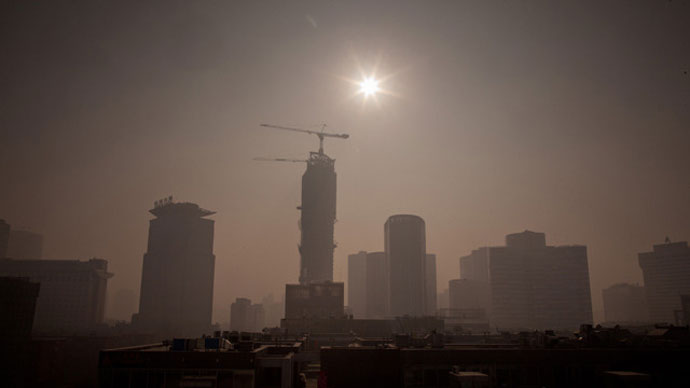 Severe pollution clouds the Beijing skyline on January 12, 2013 (AFP Photo / Ed Jones)