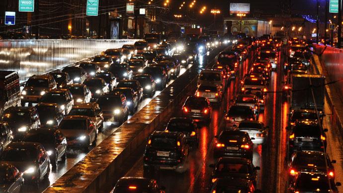A traffic jam on the Garden Ring near Smolenskaya Square.(RIA Novosti / Konstantin Chalabov)