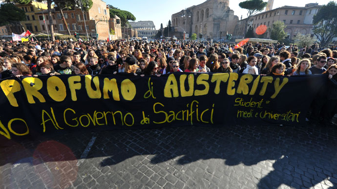 Students and protesters march in front of the Colosseum during a demonstration to protest against the cuts in the education budget and against the austerity measures in Europe on November 17, 2011 in Rome.(AFP Photo / Andreas Solaro)