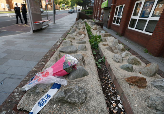 Flowers lie near a crime scene where one man was killed in Woolwich, southeast London May 22, 2013 (Reuters / Stefan Wermuth)