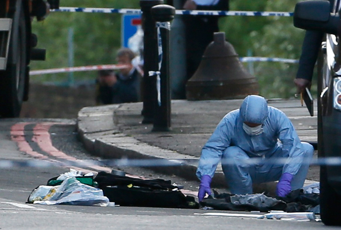 A police forensics officer investigates a crime scene where one man was killed in Woolwich, southeast London May 22, 2013 (Reuters / Stefan Wermuth)