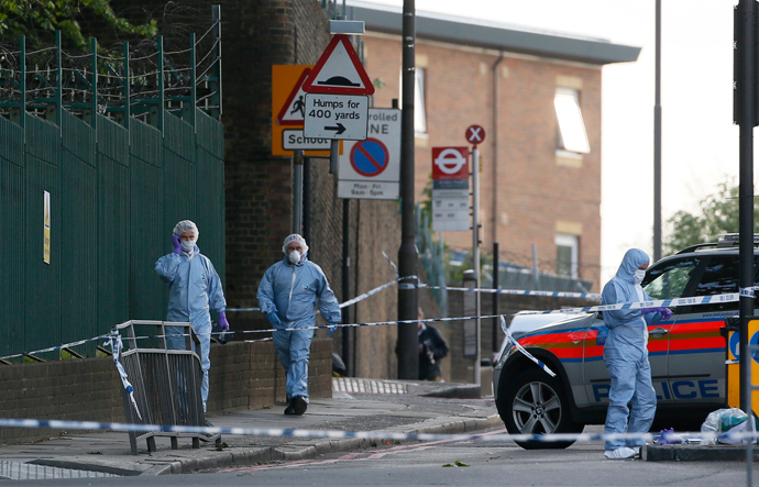 Police forensics officers investigate a crime scene where one man was killed in Woolwich, southeast London May 22, 2013 (Reuters / Stefan Wermuth)