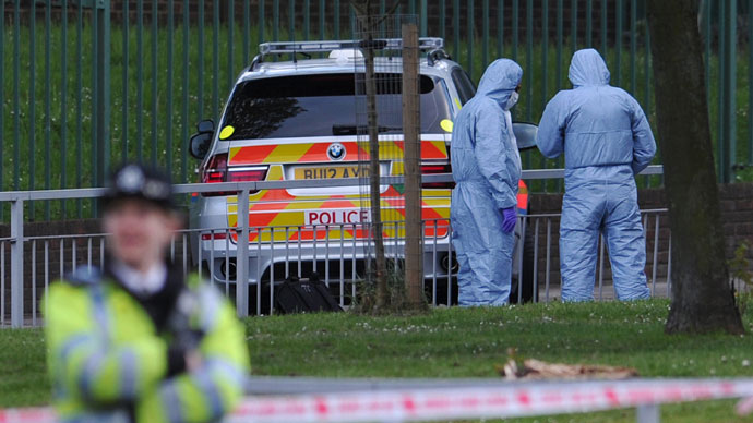Police forensics officers search a cordoned off area in Woolwich, east London, on May 22, 2013.(AFP Photo / Carl Court)