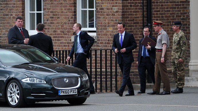 British Prime Minister David Cameron (C) leaves after visiting Woolwich Barracks in Woolwich, south east London, on May 23, 2013.(AFP Photo / Carl Court)