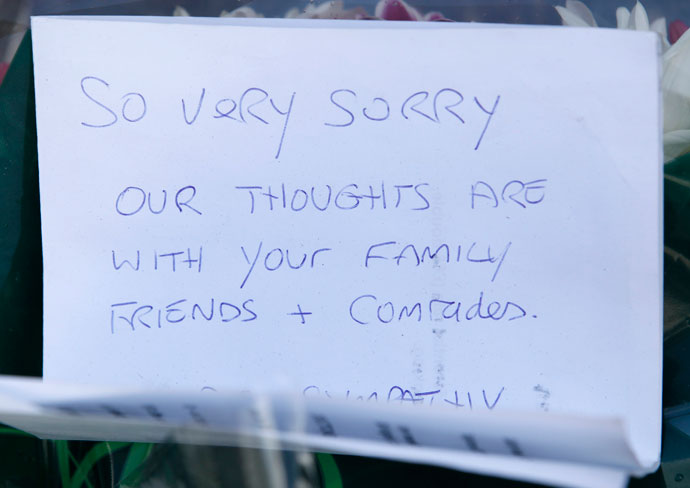 A handwritten note is seen near the scene of the killing of a British soldier in Woolwich, southeast London May 23, 2013.(Reuters / Luke MacGregor)