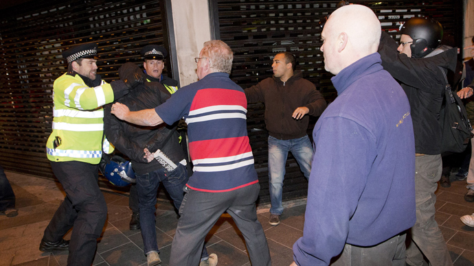 Police clash with people in Woolwich in London on May 22, 2013 (AFP Photo / Justin Tallis)