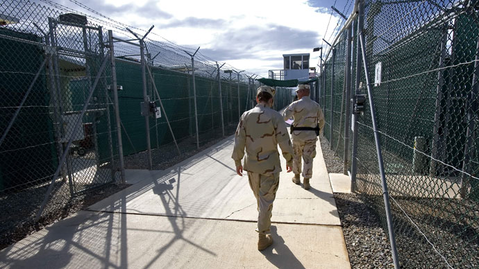 US Military guards walk inside Camp Delta 05 at the US Naval Base in Guantanamo.(AFP Photo / Paul J. Richards)