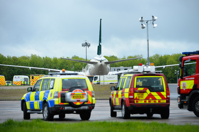 A Pakistan International Airlines is surrounded by emergency vehicles on the tarmac at Stansted Airport, southern England, May 24, 2013 (Reuters / Paul Hackett)