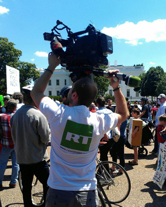 We got RT America here outside of the WhiteHouse. (Image from twitter user@@gmo917)