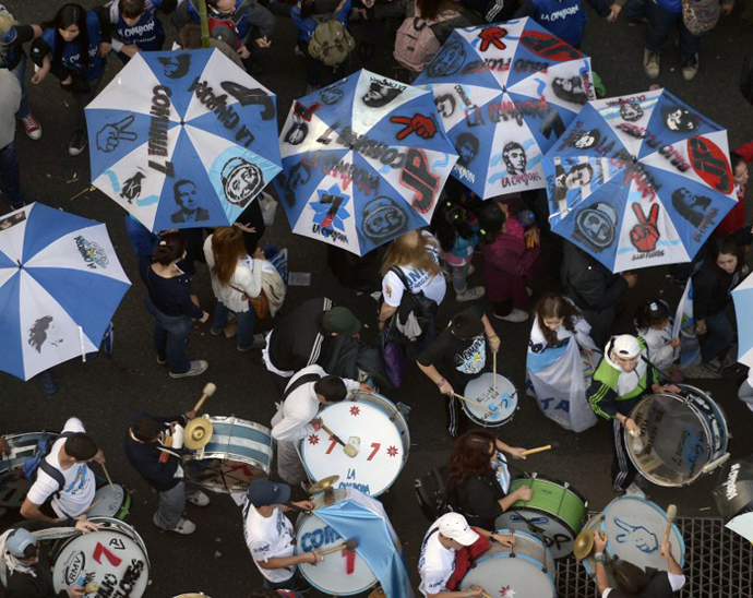 Supporters of Argentine President Cristina Fernandez de Kirchner gather at Plaza de Mayo square in Buenos Aires on May 25, 2013. (AFP Photo / Juan Mabromata)