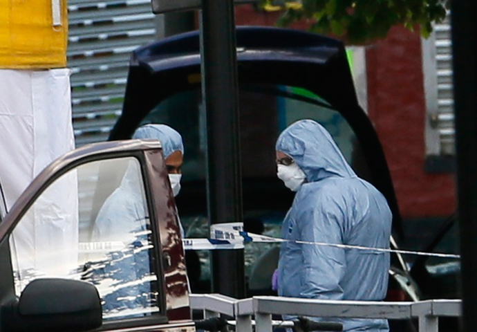 Police forensics officers investigate a car at a crime scene where one man was killed in Woolwich, southeast London May 22, 2013 (Reuters / Stefan Wermuth)