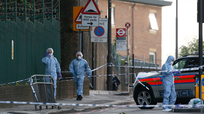 Police forensics officers investigate a crime scene where one man was killed in Woolwich, southeast London May 22, 2013.(Reuters / Stefan Wermuth)
