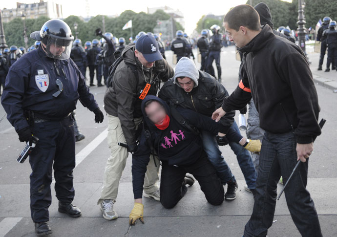 Policemen wearing civilian clothes arrest a far-right protester on May 26, 2013 in Paris on the sidelines of the demonstrations against a gay marriage law.(AFP Photo / Fred Dufour)