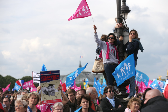 """Supporters of the anti-gay marriage movement """"La Manif Pour Tous"""" (Demonstration for all) gather during a mass protest at the Invalides square in Paris on May 26, 2013 against a gay marriage law (AFP Photo / Thomas Samson)"""