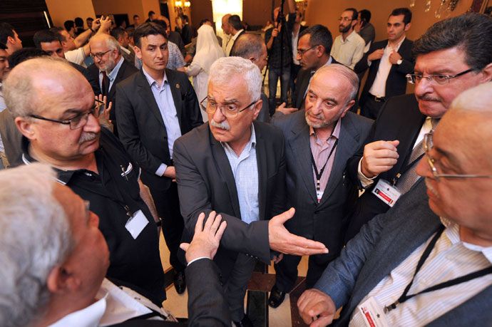 President of the Syrian National Council (SNC) George Sabra (C) talks with other Syrian opposition members during a break at the Syrian opposition meeting in Istanbul, on May 25, 2013.(AFP Photo / Ozan Kose)