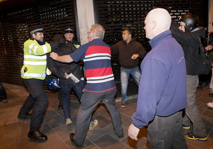 Police clash with people in Woolwich in London on May 22, 2013 after a man believed to be a serving British soldier was brutally murdered. (AFP Photo / Justin Tallis)