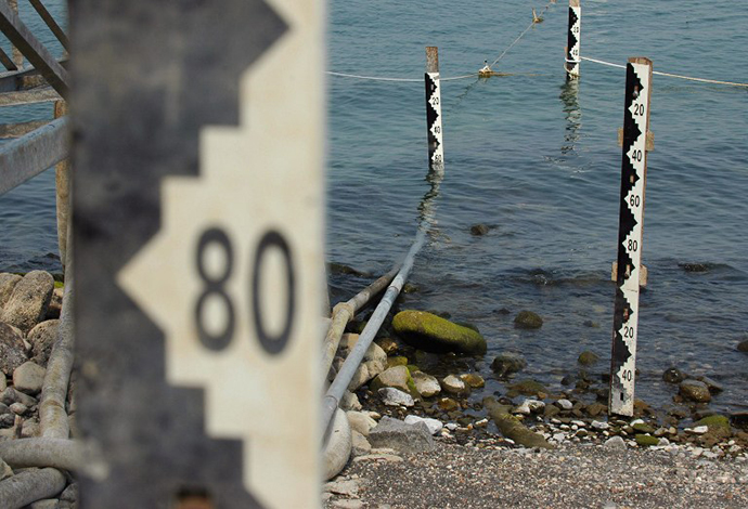Water measurement scales are seen on August 24, 2008 at the Sea of Galilee in northern Israel, which has seen a big decrease of its water level. (AFP Photo / Yehuda Raizner)