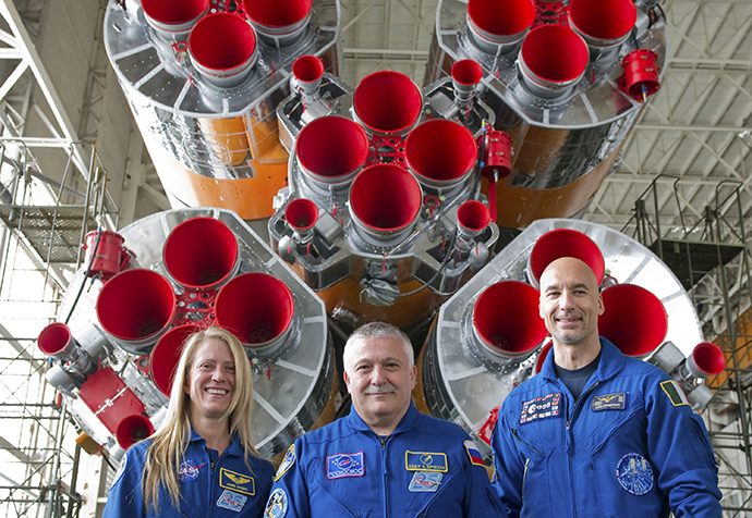Italian astronaut Luca Parmitano (R), U.S. astronaut Karen Nyberg (L) and Russian cosmonaut Fyodor Yurchikhin pose for a picture at Baikonur cosmodrome May 24, 2013. (Reuters / Sergei Remezov)