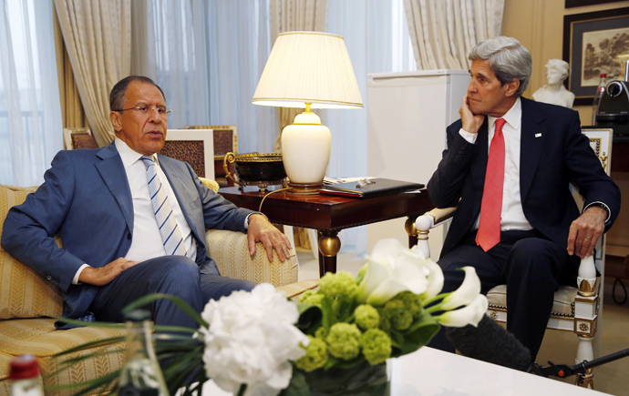 U.S. Secretary of State John Kerry (R) meets with Russian Foreign Minister Sergei Lavrov in Paris on May 27, 2013 (AFP Photo / Pool / Jim Young)