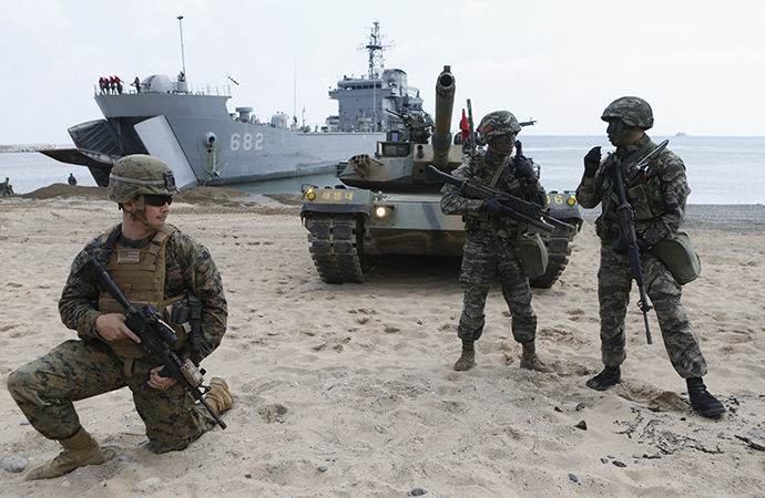 U.S. (L) and South Korea Marines participate in a U.S.-South Korea joint landing operation drill in Pohang, about 370 km (230 miles) southeast of Seoul, April 26, 2013. (Reuters / Lee Jae Won)