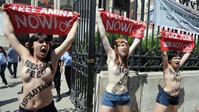 Topless Femen deface Christian cross in Vatican (GRAPHIC VIDEO)