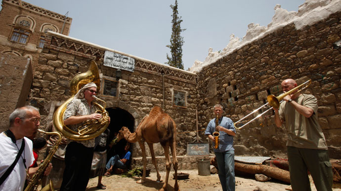 Brass ensemble perform on a street in the old city of Sanaa.(Reuters / Khaled Abdullah)