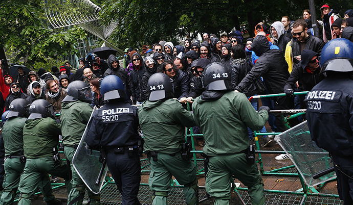 "Police try to prevent protestors from breaking through barricades near the European Central Bank (ECB) headquarters during an anti-capitalist ""Blockupy"" demonstration in Frankfurt, May 31, 2013. (Reuters / Kai Pfaffenbach)"