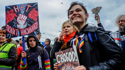 Thousands march in Moscow opposition rally on Russia Day