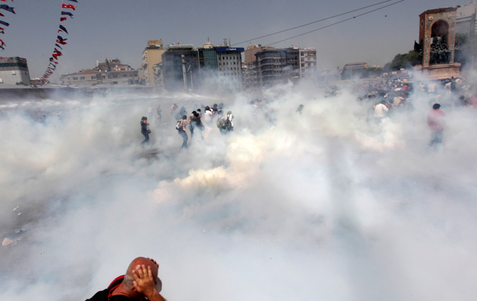 Riot police use tear gas to disperse the crowd during an anti-government protests at Taksim Square in central Istanbul May 31, 2013 (Reuters / Osman Orsal)