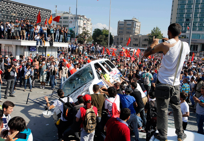 Protesters prepare to roll a police car over during an anti-government protest at Taksim Square in central Istanbul June 1, 2013 (Reuters / Murad Sezer)