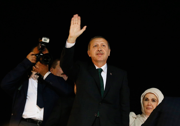 Turkey's Prime Minister Tayyip Erdogan (C) waves to supporters after arriving at Istanbul's Ataturk airport early June 7, 2013 (Reuters / Osman Orsal)