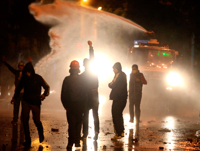Riot police use a water cannon against anti-government protesters as others run away during a demonstration in central Ankara, June 9, 2013 (Reuters / Dado Ruvic)