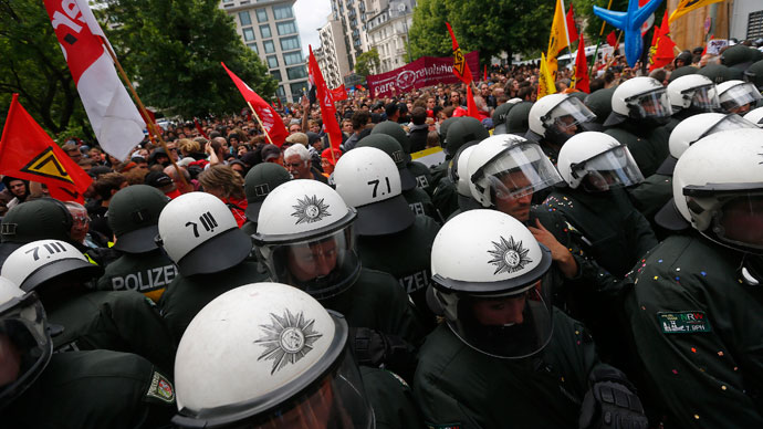 "Riot police stand guard during an anti-capitalism ""Blockupy"" demonstration in Frankfurt June 1, 2013.(Reuters / Kai Pfaffenbach)"