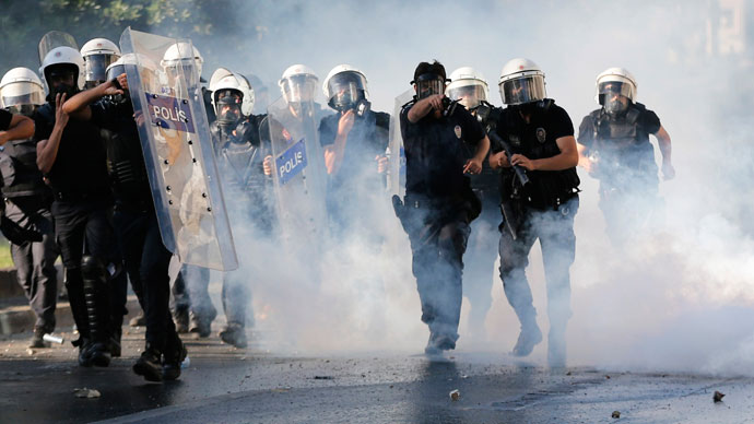 Riot police use tear gas to disperse the crowd during an anti-government protest in Istanbul June 1, 2013.(Reuters / Murad Sezer)