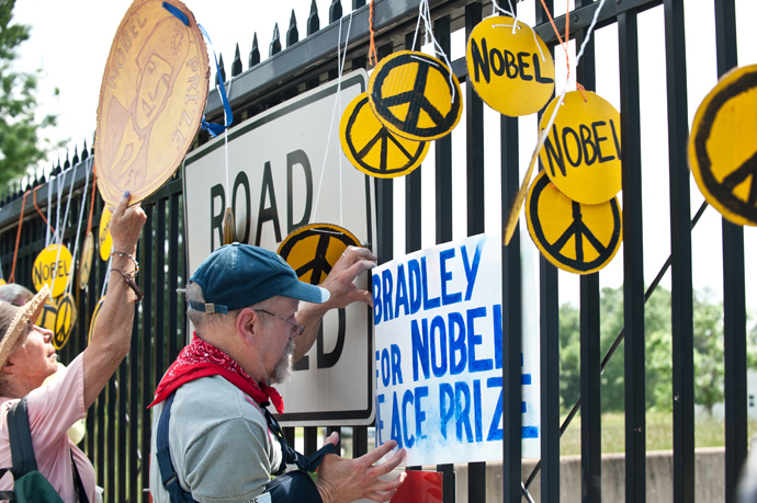 People hangs signs on the gate of US military Fort Meade base on June 1, 2013 during a demonstration in support of Wikileaks whistleblower, US Army Private Bradley Manning at Fort Meade in Maryland, where Manning's court martial will begin on June 3 (AFP Photo / Nicholas Kamm)