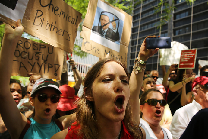 Hundreds of people, including many Turkish Americans and members of the Occupy Wall Street movement, protest in Zuccotti Park in solidarity with demonstrators in Istanbul who are trying to stop a popular park from being demolished to make way for a shopping center on June 1, 2013 in New York City (AFP Photo / Spencer Platt)