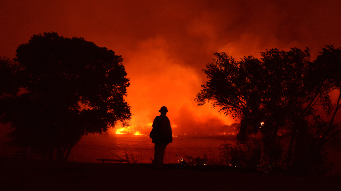 Thousands evacuated as huge wildfires roar uncontained in California, New Mexico (PHOTOS)