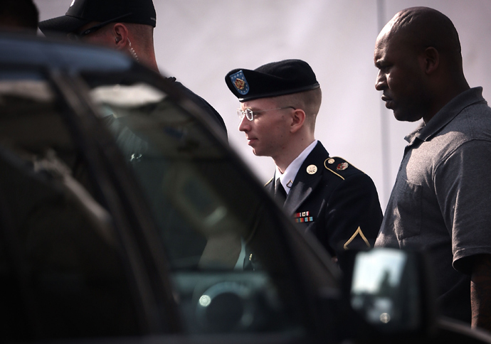U.S. Army Private First Class Bradley Manning (C) is escorted as he leaves a military court for the day June 3, 2013 at Fort Meade in Maryland (Alex Wong / Getty Images AFP)