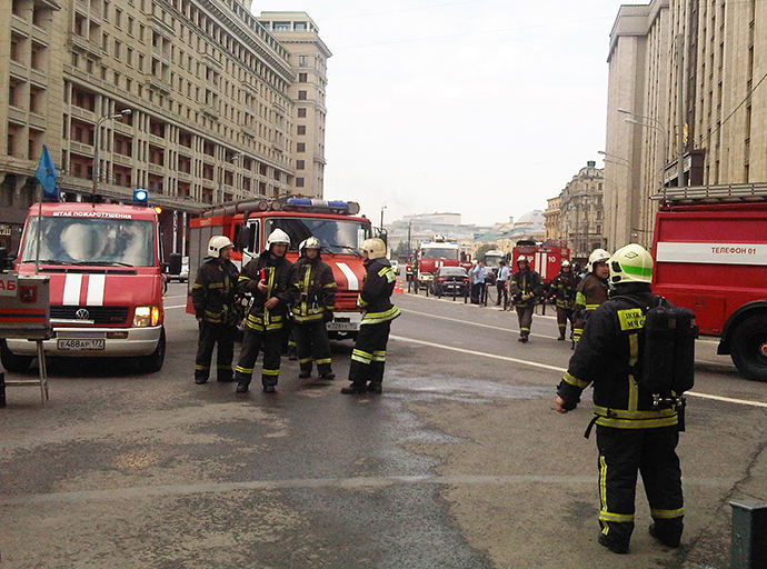 EMERCOM firefighters on Mokhovaya Street in downtown Moscow. The Okhotny Ryad subway station is closed due to a fire. (RIA Novosti / Ilona Golovina)