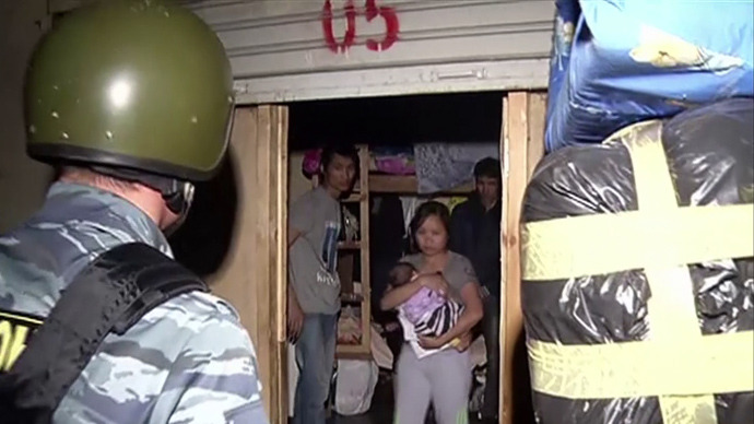 Underground city: Moscow police dig out over 200 undocumented migrants (VIDEO)