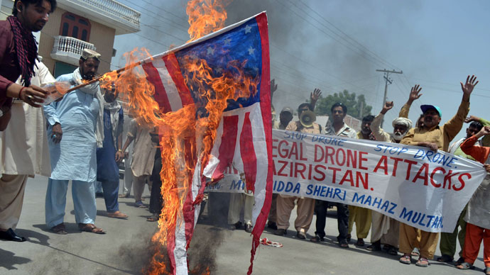 Pakistani protesters from the United Citizen Action torch a US flag as they shout slogans during a protest in Multan on May 30, 2013.(AFP Photo / S.S Mirza)