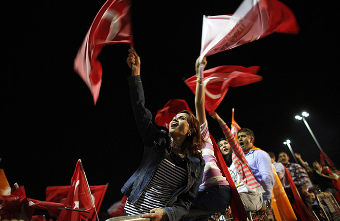 Supporters of Turkish Prime Minister Tayyip Erdogan cheer upon his arrival at Istanbul's Ataturk airport early June 7, 2013. (Reuters / Stoyan Nenov)