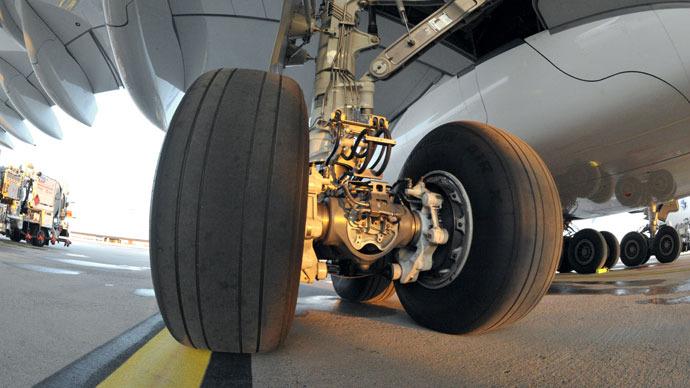 Gear death: Dead man's body spends 4 days in plane's gear bay, makes several flights