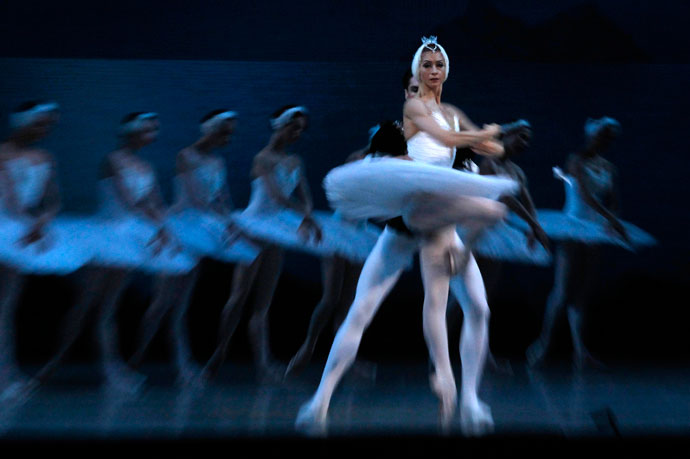 Members of the Mariinsky theatre perform during a rehearsal for filming in St.Petersburg June 2, 2013.(Reuters / Alexander Demianchuk)